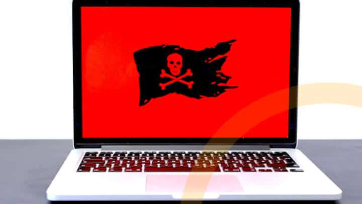 Phishing Anzeichen für IT-Sicherheit-Notebook mit Gefahr-Anzeichen-header