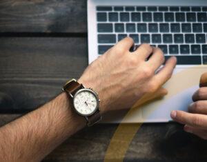 Zeiterfassung Excel-Vorlage von WUD-Mitarbeiter erfasst seine Zeiten im Homeoffice-mobil